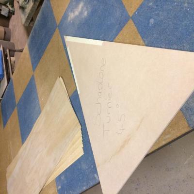Schablone erstellen für das Furnier, bestehend aus 8 Teilen, á 45°