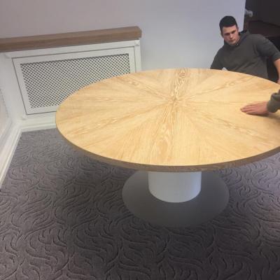 Der Tisch ist fertig und sieht fantastisch aus!